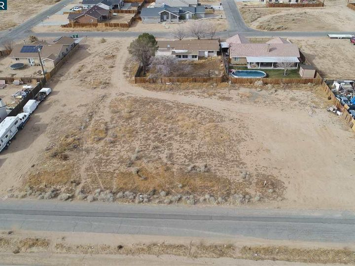 20277 Hacienda Blvd California City CA. Photo 1 of 21