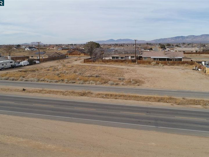 20277 Hacienda Blvd California City CA. Photo 2 of 21