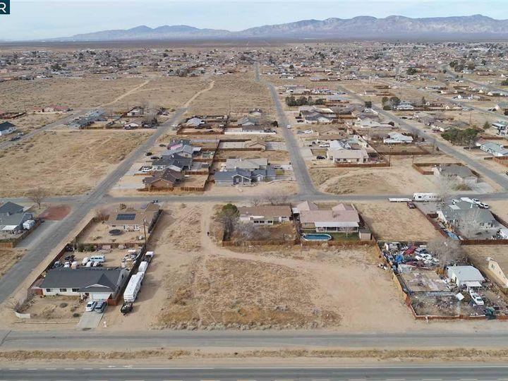 20277 Hacienda Blvd California City CA. Photo 14 of 21