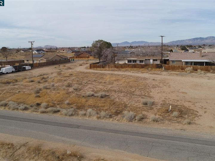 20277 Hacienda Blvd California City CA. Photo 5 of 21