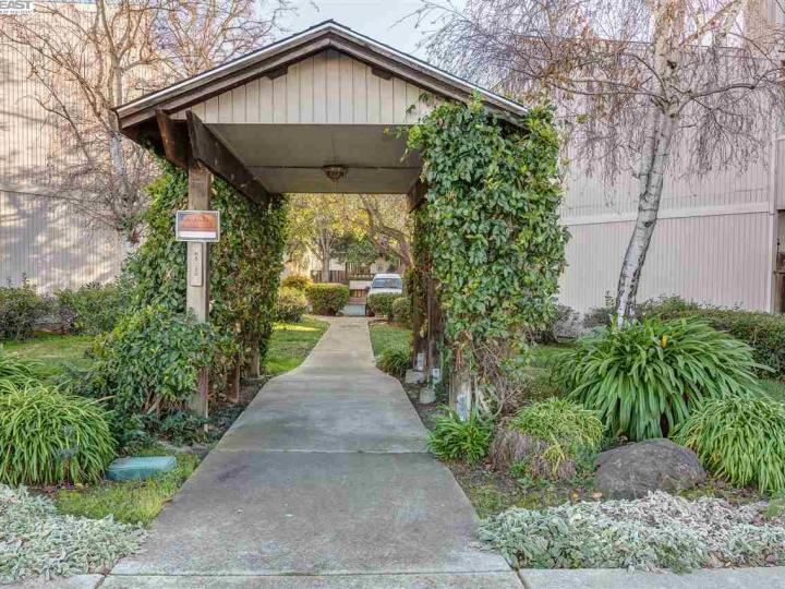 3045 Mayhew Ct, Walnut Creek, CA, 94597 Townhouse. Photo 22 of 26