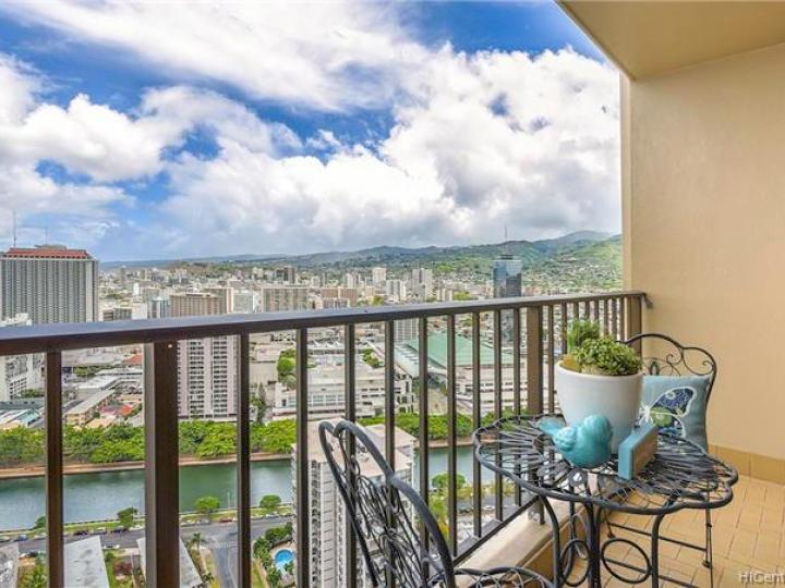 Chateau Waikiki condo #3610. Photo 8 of 25