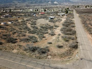 1325 E Quarterhorse Ln, Under 5 Acres, AZ