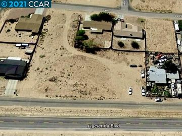20277 Hacienda Blvd California City CA. Photo 4 of 21