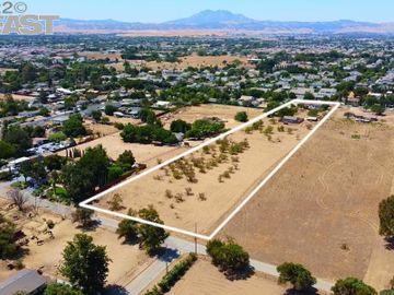 2810 Anderson, 44, CA
