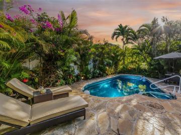 7425 Mokuhano Pl Honolulu HI Home. Photo 2 of 19