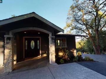 946 Oak View Cir, Trails Area, CA